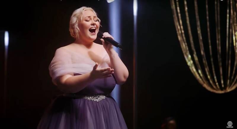 """I den tionde säsongen av Australiska The Voice stod Bella Taylor Smith som vinnare. Sångerskan, som är medlem i Hillsong, beskylldes dock för röstfusk på sociala medier. Men många tittare försvarade henne och kallade anklagelserna för """"absurda""""."""