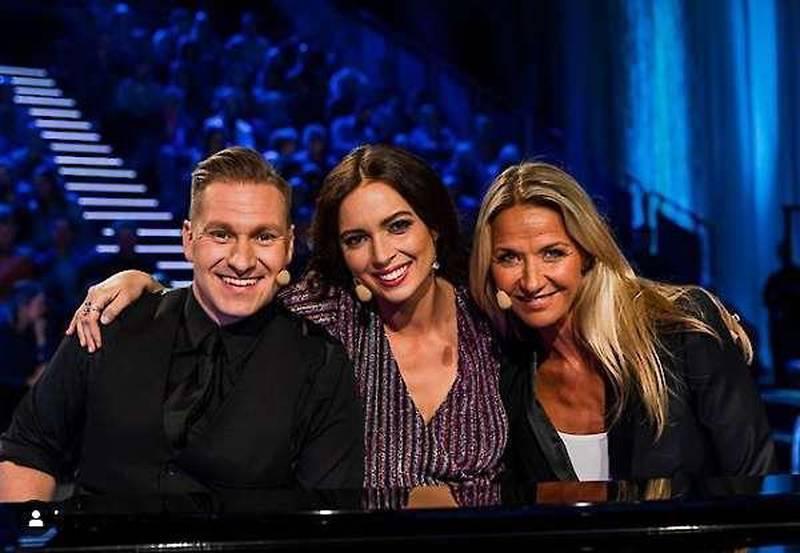 """Säsongspremiär av """"Så ska det låta"""" i SVT1 söndag den 12 januari 2020. Samuel Ljungblahd och Kristin Kaspersen tävlade tillsammans, här med pianisten Marika Willstedt (mitten)"""
