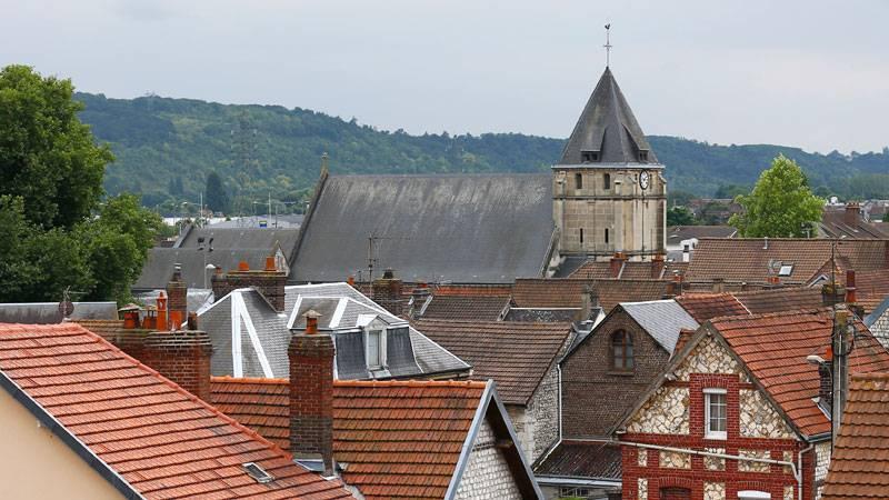 Den kyrka där en präst mördades, samt två nunnor och två gudstjänstbesökare togs som gisslan.