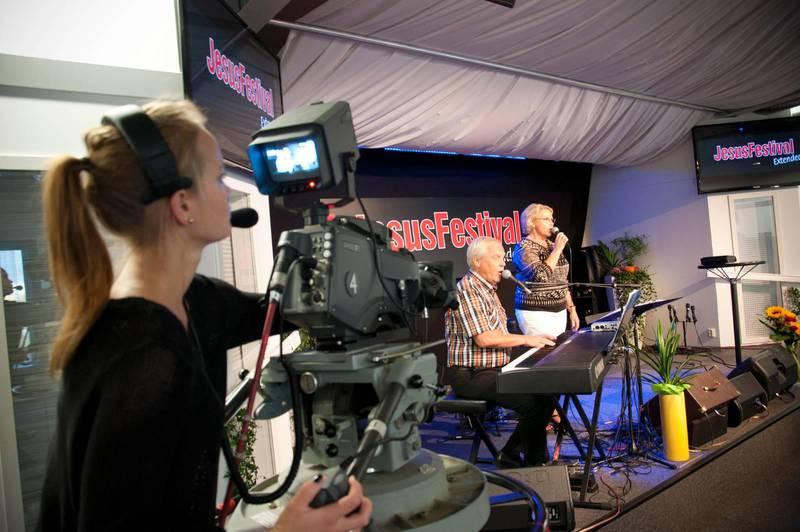 Samtidigt som Kanal 10 sänder kristna tv-program har fler kristna tv-kanaler etablerat sig i Sverige de senaste åren.