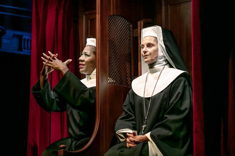 Gladys del Pilar och Susanne Reuter spelar nunnorna i En värsting till syster.