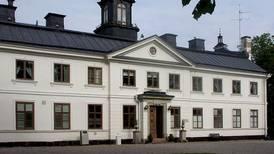 Bil kraschade in i Kaggeholms slott