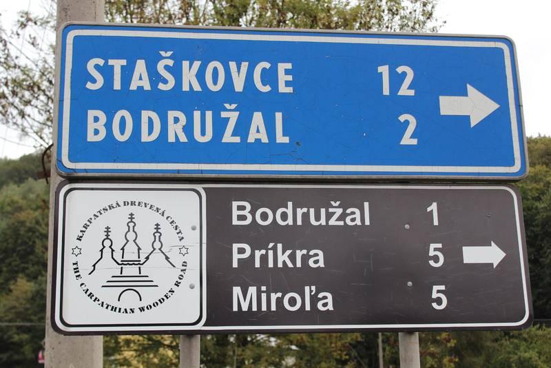 Vägskylt nära Bodružal.