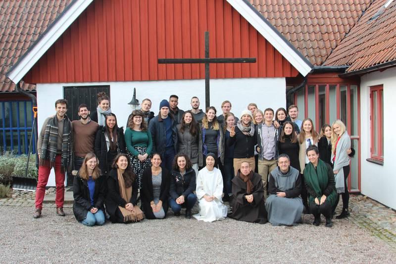 Många är nyfikna. Det kommer ofta ungdomsgrupper till Rögle kloster utanför Lund för att prata om sexualitet och kroppens teologi.