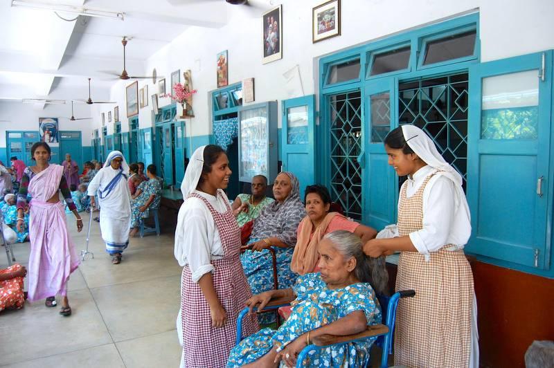 Kvinnoavdelningen på äldreboendet Premdan. Nunnorna som arbetar här följer sina löften om kyskhet, fattigdom och lydnad och att gratis hjälpa de allra fattigaste.