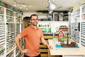 Jonas förvånade med att be bordsbön i Lego Masters