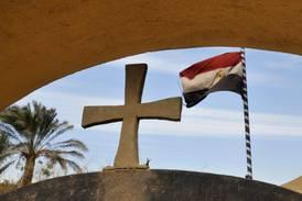 Bomb dödade polisman utanför kyrka i Egypten