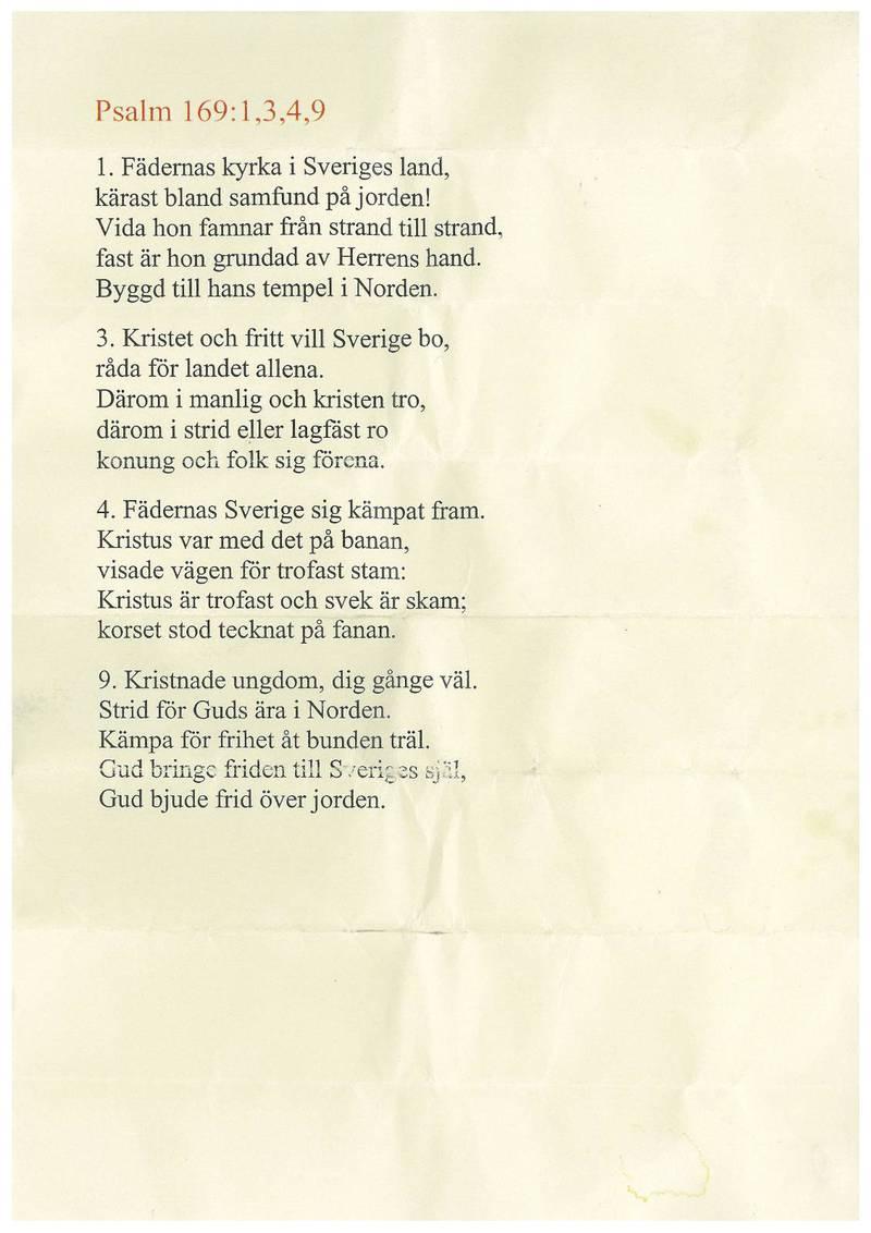 """FÄDERNAS KYRKA. Fyra verser av originalets nio hade tryckts upp av psalmen """"Fädernas kyrka"""", som delades ut till gudstjänstbesökarna. Här är ett foto av psalmtexten som delades ut."""