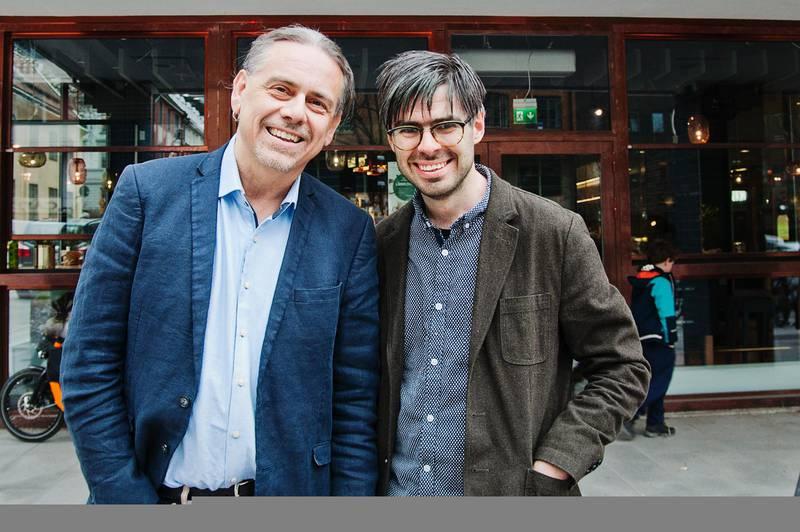 Christer Sturmark och Joel Halldorf utanför ABF-huset på Sveavägen i Stockholm.
