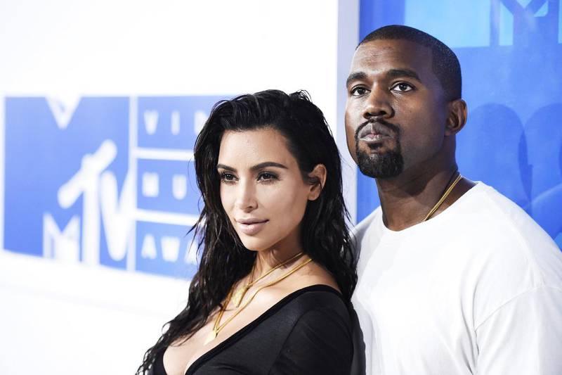 Kanye West tillsammans med sin fru Kim Kardashian.