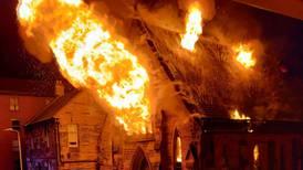 163-årig kyrka totalförstörd i brand
