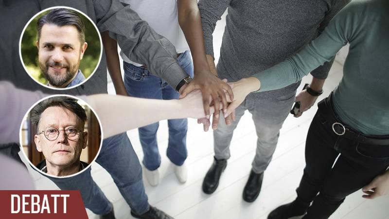 Fem personer håller ihop sina händer.