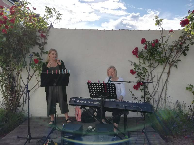 Korskyrkan i Jönköpings caféprogram den 7 juli med Pernilla och Ann-Charlotte Holm.