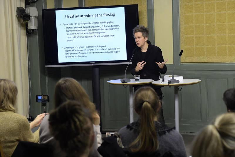 Utredaren Ulrika Westerlund, tidigare RFSL-ordförande presenterar slutbetänkandet av utredningen om stärkt ställning för transpersoner.