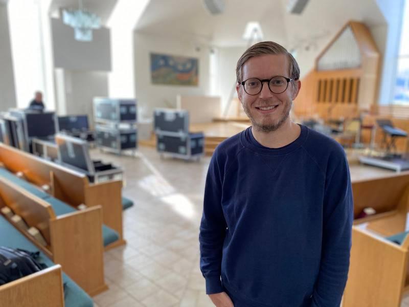 David Hjelmqvist, föreståndare för Equmeniakyrkan i Hovslätt medverkade i de första direktsända gudstjänsterna under covidpandemin.