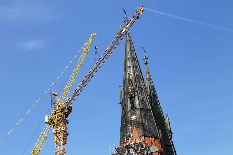 Snart kan arbetet med att restaurera Uppsala domkyrkas tornspiror påbörjas på allvar.