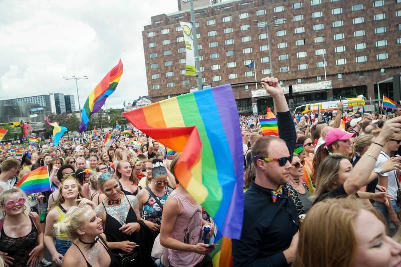 Många signaler. Att delta i Pridetåget signalerar så mycket mer än det Ebba Busch Thor motiverar sitt deltagande med, skriver debattören.