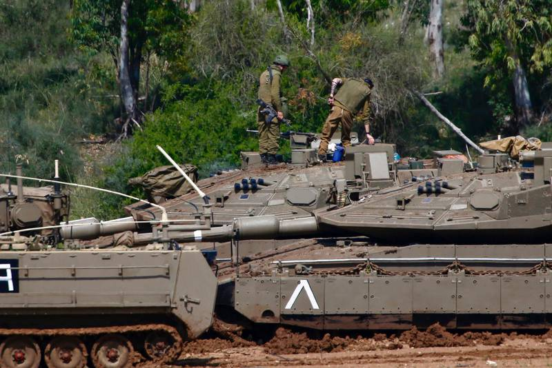 Israeliska soldater posterade utanför Gazaremsan på tisdagen.