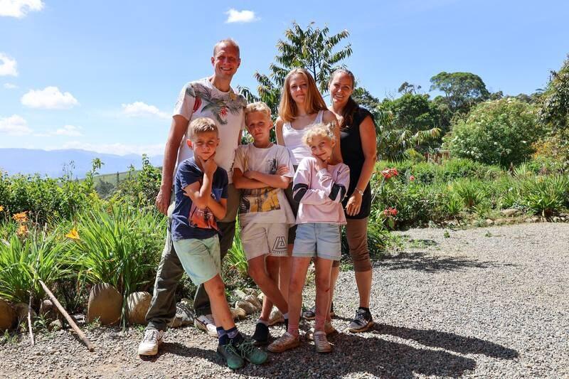 Familjen Edsmyr har bytt Stockholm mot Papua Nya Guinea för att under tre år arbeta för missionsorganisationen MAF.