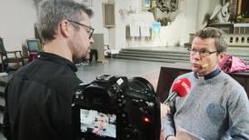Stockholms biskop: Shivasång under yoga i kyrkan är inte okej
