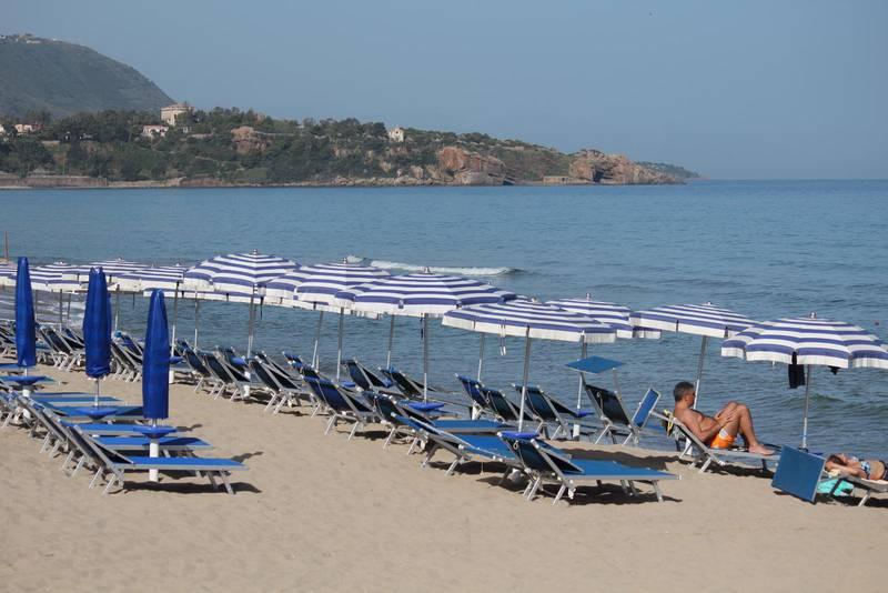 Stranden i Cefalù är en av Siciliens bästa. Kommer du i augusti är det dock betydligt mer packat än så här.