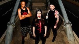 Kristet metalband får dela ut biblar på Kuba