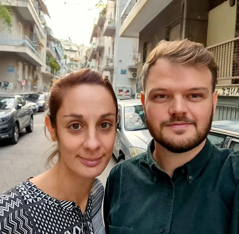 Lara och Johannes Roswall, utomhus i Aten.