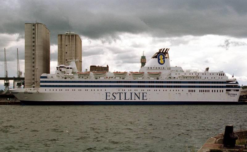 Fartyget M/S Estonia i kaj vid Stockholms frihamn Värtahamnen i maj 1993.