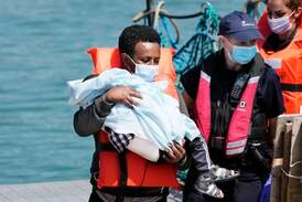 Ny brittisk lag kan tvinga migrantbåtar vända om