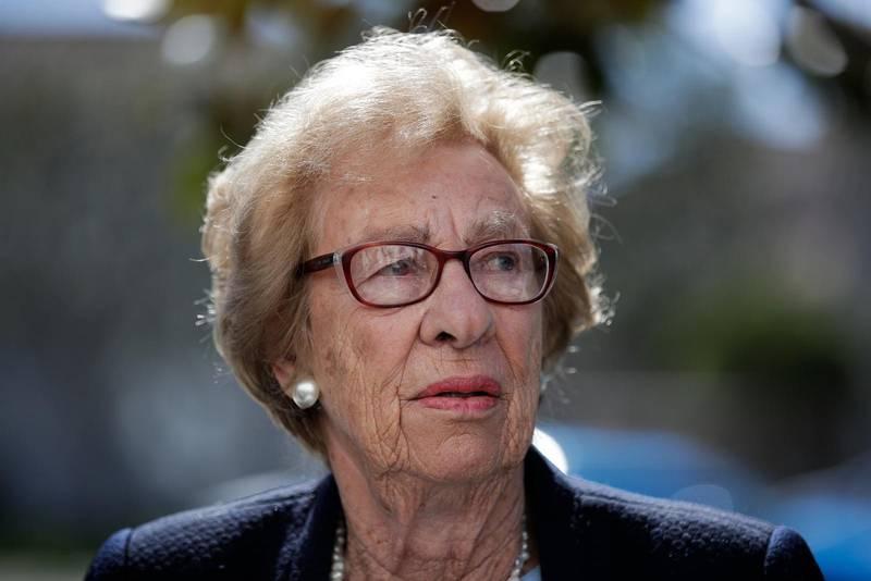 Auschwitz-överlevaren Eva Schloss deltar i kampanjen mot Facebook.