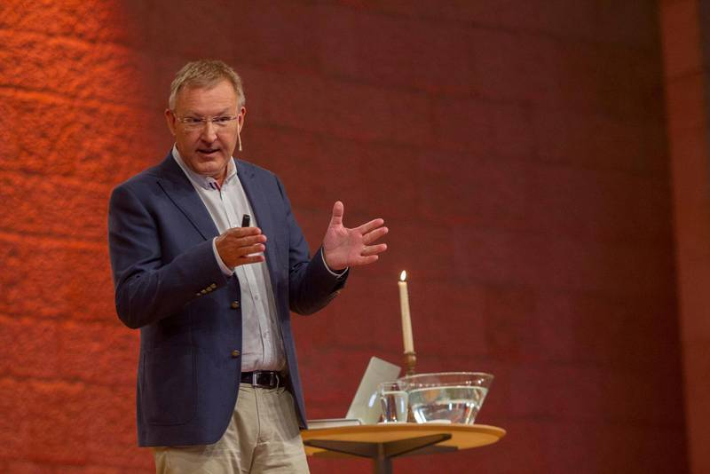 Stefan Gustavsson då han predikade på Livets ord år 2014