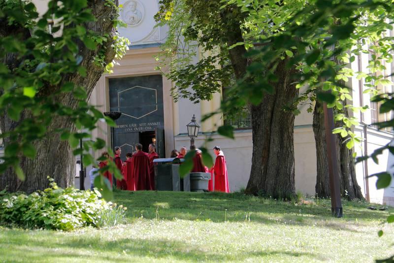 Det blev en festlig invigning när den nya kyrkohandboken togs i bruk i Kungsholms kyrka i Stockholm. Här Kungsholms kyrkokör utanför kyrkan.