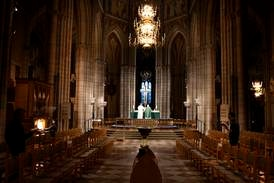 Kristna profiler vill se lättade restriktioner för gudstjänster