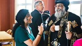 Leende påve på besök i Sverige