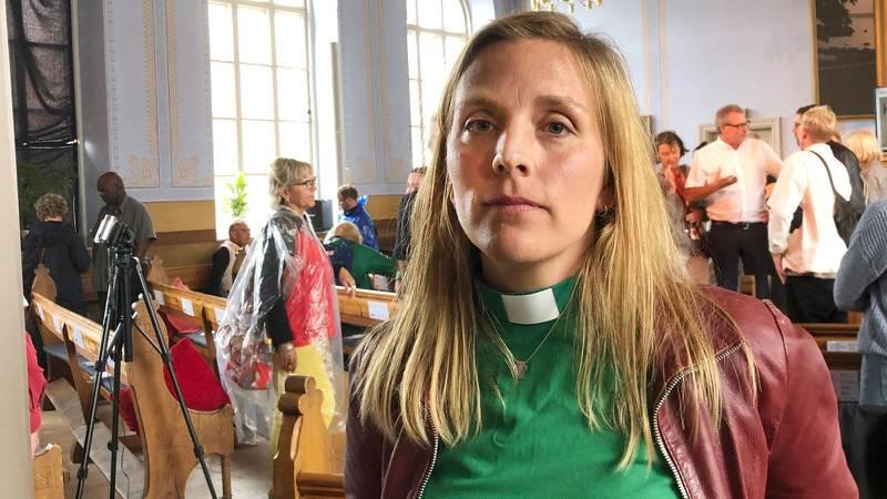 Anna Ardin efter Tro och Solidaritets seminarium i Vårdklockans kyrka i Visby.