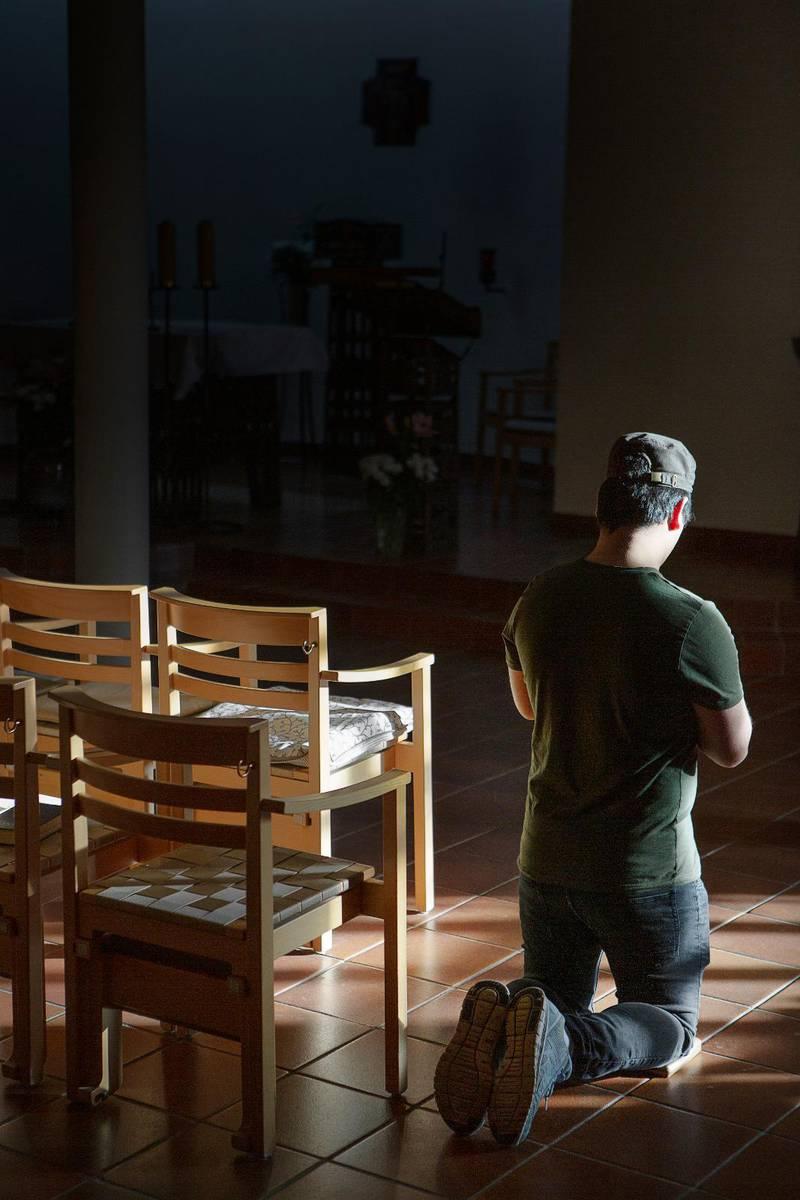 Markus från Afghanistan fick berätta om sin omvändelse till kristen tro för en handläggare i slöja. Hans fall har blivit omdiskuterat.
