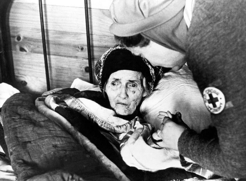 Spanska sjukan sprids och 25–30 miljoner människor dör. I Sverige bygger Röda Korset 25 provisoriska sjukhus för att ta hand om de smittade.