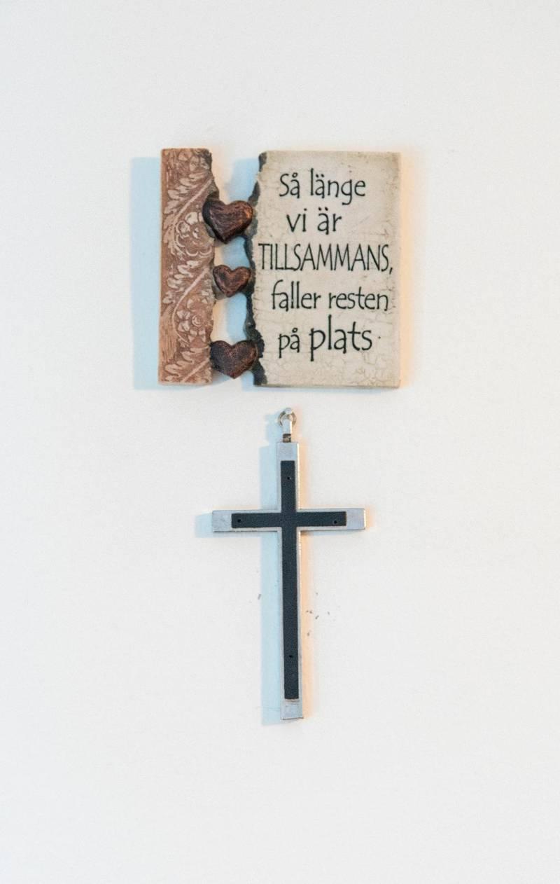 På väggen i Peters och Camillas bönerum hemma i radhuset hänger den här påminnelsen.