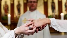 C svänger: Nya präster ska viga samkönade