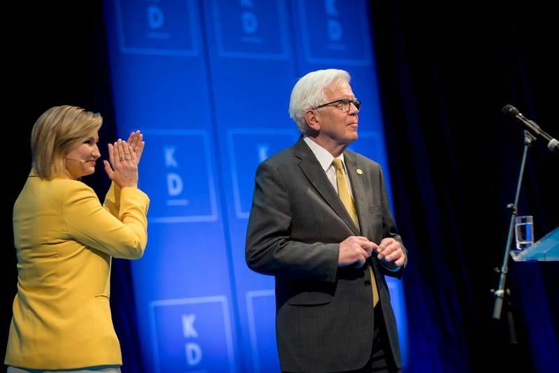 KD:s partiledare Ebba Busch Thor har flera gånger visat sin uppskattning till sin föregångare Alf Svensson. Nyligen blev det tvärtom, då Alf Svensson applåderade KD-ledarens linje att SD inte längre kan isoleras.