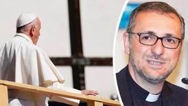Påven godtar inte avskedsansökan från ärkebiskop