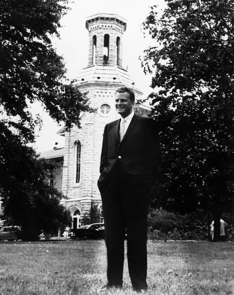 Billy Graham utanför Wheaton College 1959, högskolan där han själv tog examen 1943.