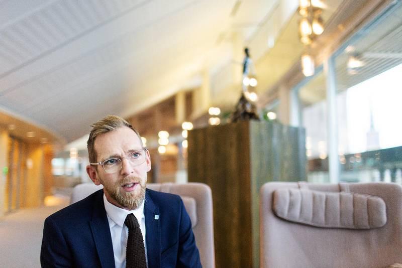 KD:s ekonomisk-politiske talesperson Jakob Forssmed har fullt upp med att hantera coronakrisens ekonomiska påföljder.