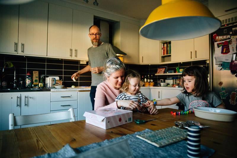 Flytten har gjort att Petra och David fått mer tid med varandra och med döttrarna Rut, 2 och Tekla 4 år.