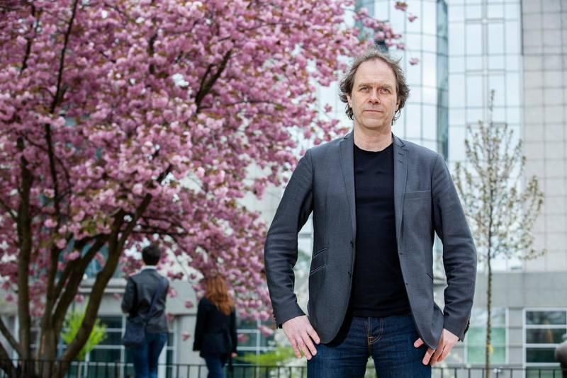 """""""Frågan om väder, vind och klimat gått från att vara helt ofarlig till sprängstoff"""", säger meteorologen och EU-parlamentarikern Pär Holmgren."""