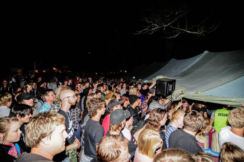 Efter ett uppehåll på fem år uppträdde bandet Tekla Knös i ett överfullt tält (Virustältet) på festivalen Frizon 2009.