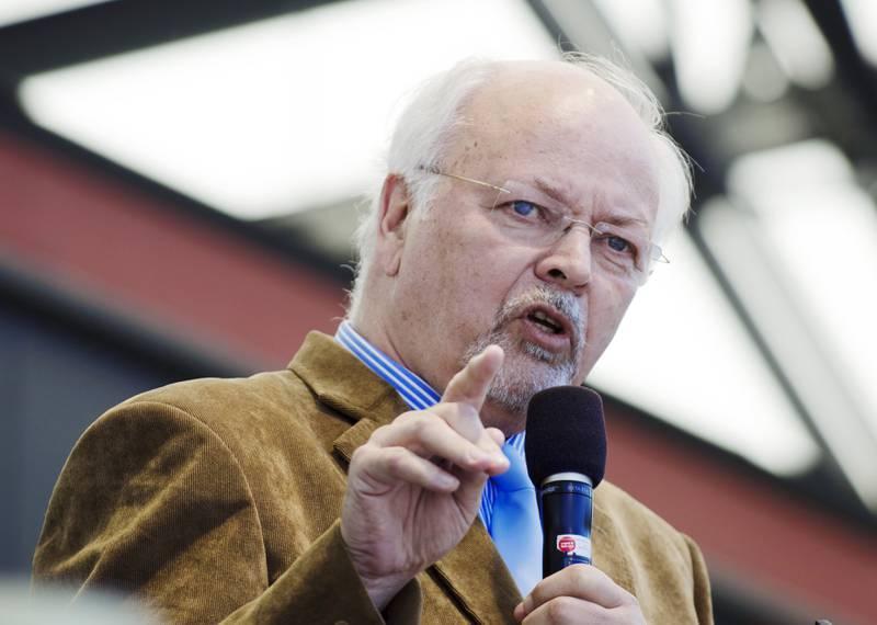 Jesusmanifestationen 2011. På bilden: Huvudtalaren Johan Candelin, från Finland. Han är bl a ordf för martyrkyrkans vänner.