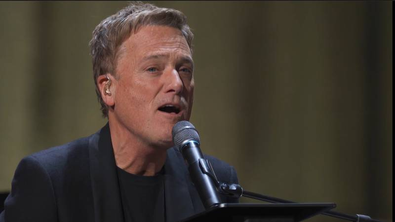 """Michael W Smith från konserten """"Worship forever"""" som spelades in i samband med 20-årsjubileet av hans lovsångsskiva """"Worship"""". Konserten sänds av TBN Nordic."""