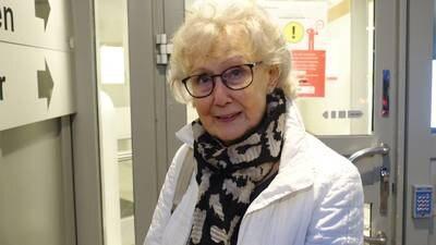 DagenPlay: Vaccinationsglädje när Birgit fick sin första spruta