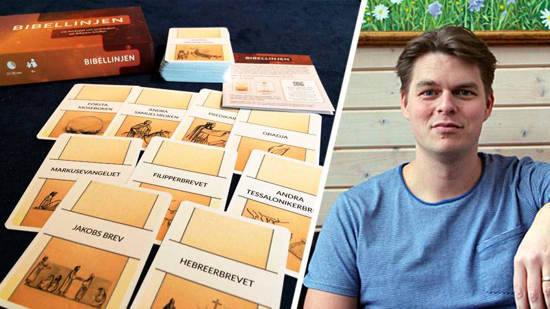 Komponenterna till kortspelet Bibellinjen utlagda på ett bord. Infälld bild på spelkonstruktören Simon Lindén.